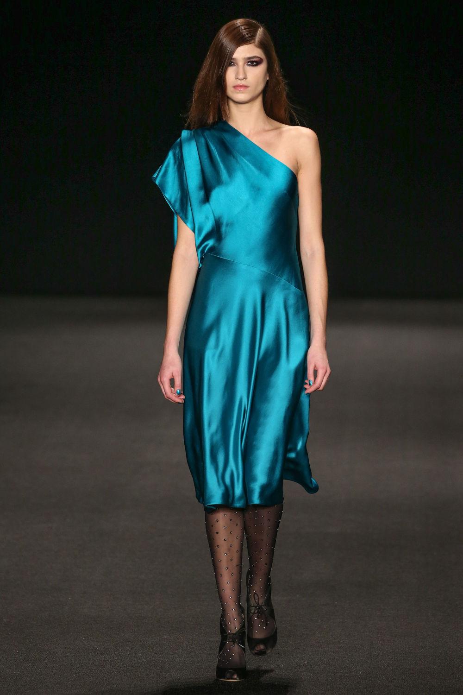 robe asymétrique en satin