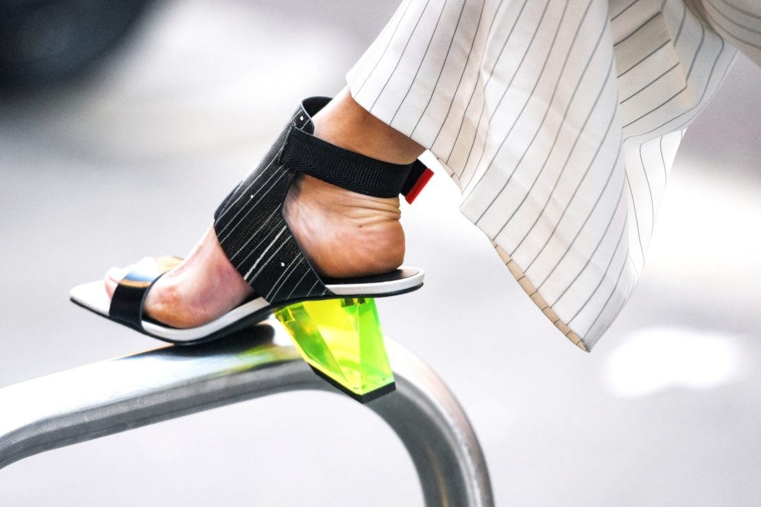 Sandales à bouts carrés : l'obsession mode