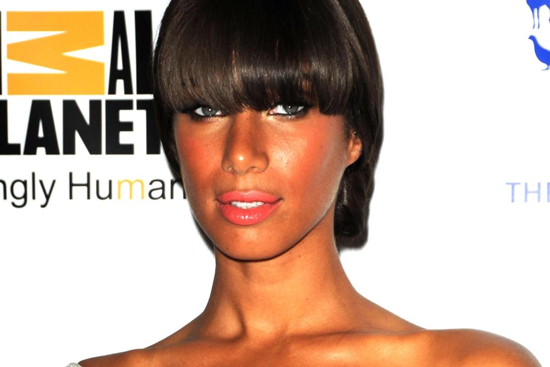 Maquillage corail : tendance beauté en 2019 - Leona Lewis