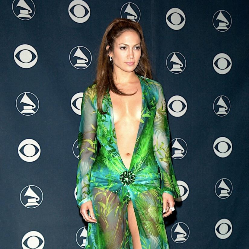 La robe de Jennifer Lopez aux Grammys en 2000 & Google Images