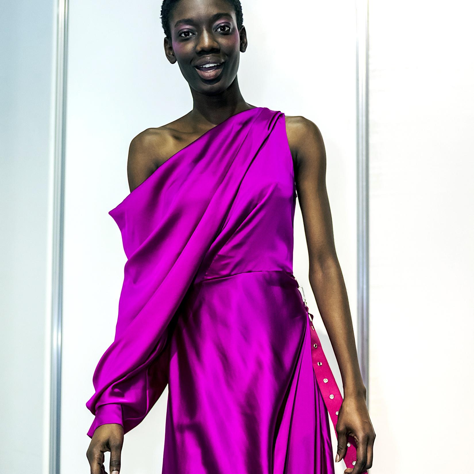 Qui peut porter du violet vif et comment?