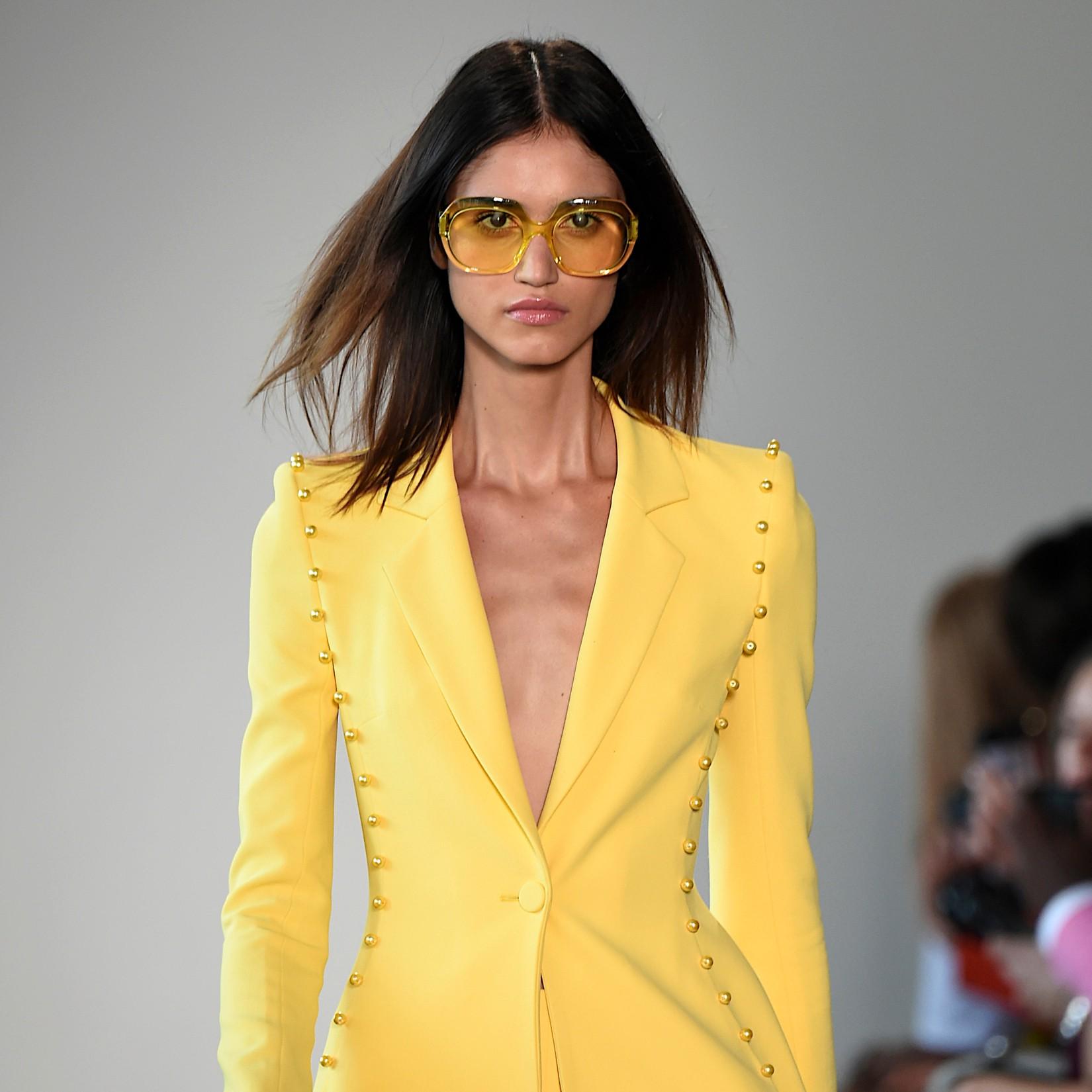 Total look jaune: faire twister la rentrée