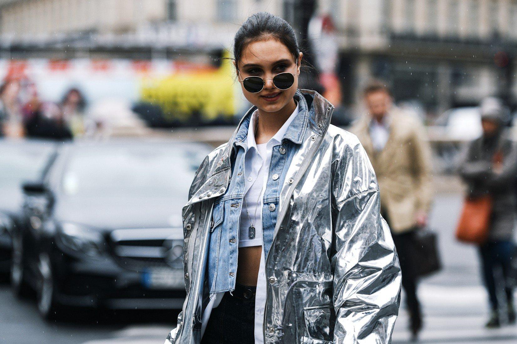 Comment porter la veste en jean en automne