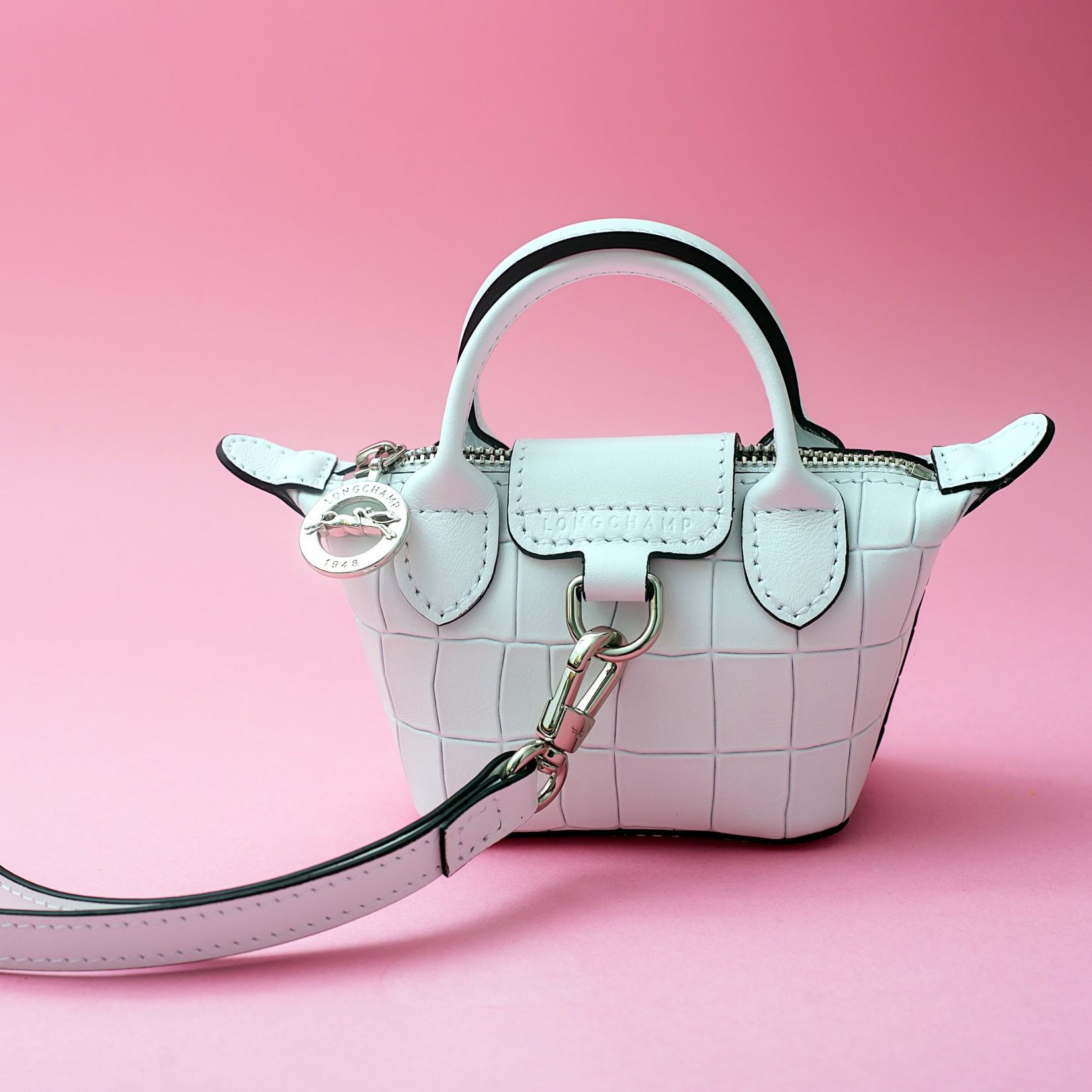 La tendance mini-sac: comment la porter