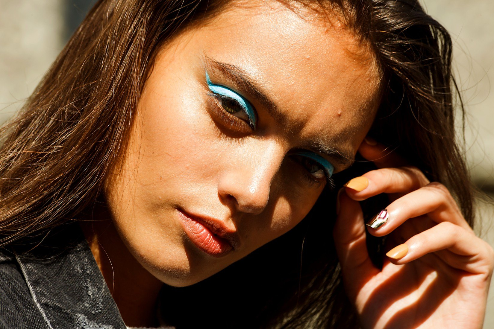 L'eyeliner coloré: la touche tendance en maquillage