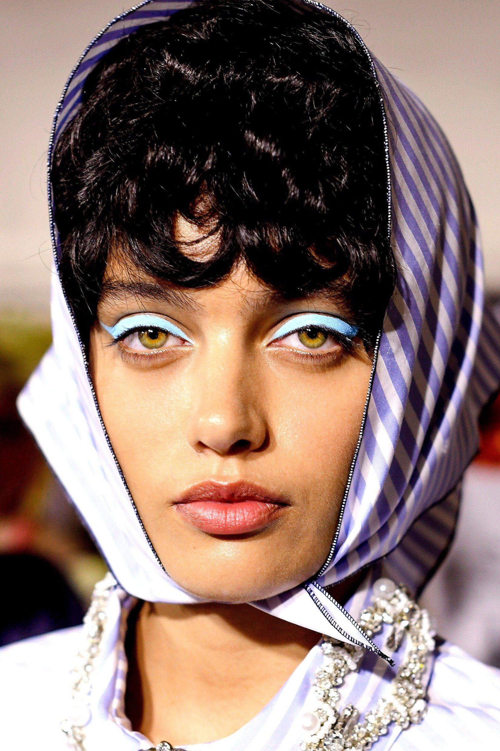 L'eyeliner coloré: la touche tendance de maquillage