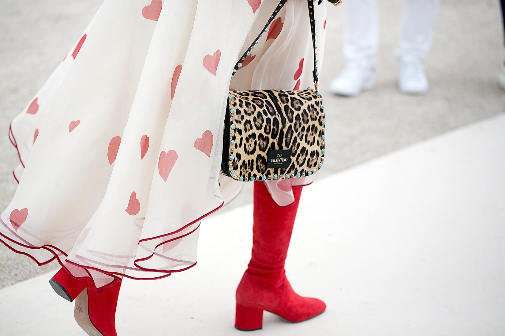 Comment rendre chic un style girly avec du léopard