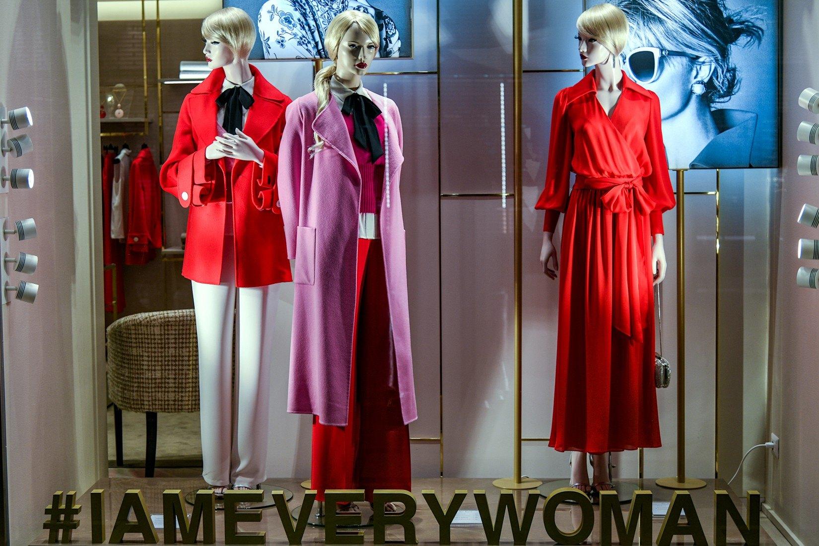 Rouge et violet en mode : vont-ils ensemble ?