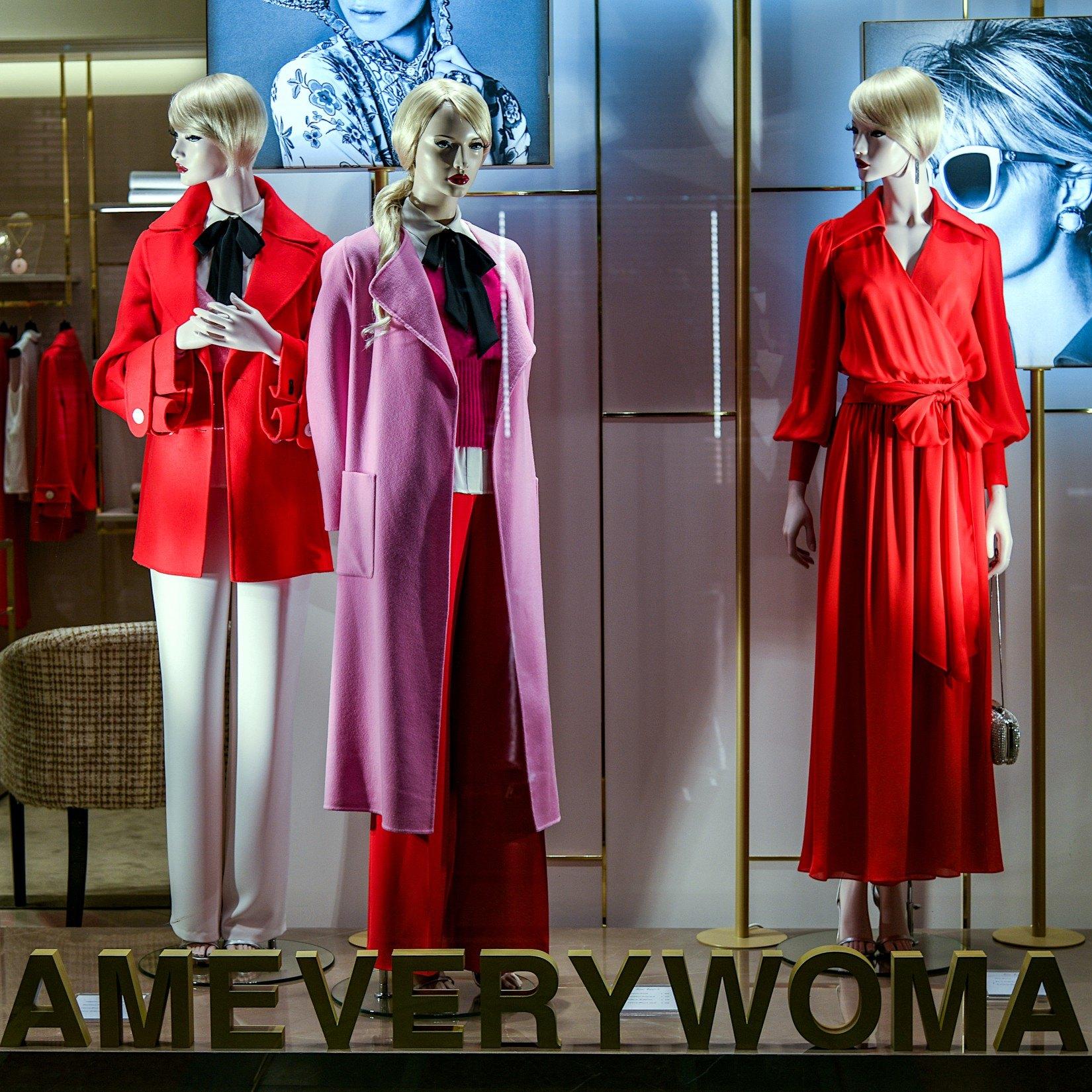 Rouge et violet en mode: vont-ils ensemble?
