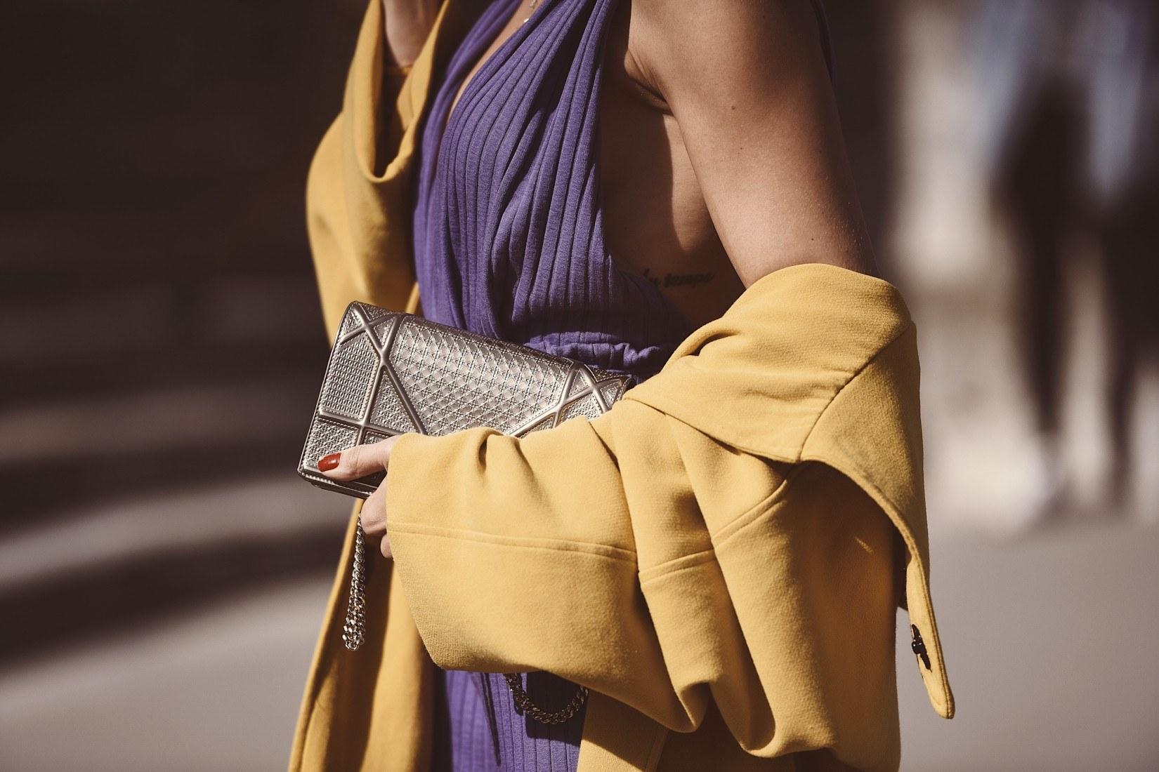 Tendance color block en mode : jaune et violet