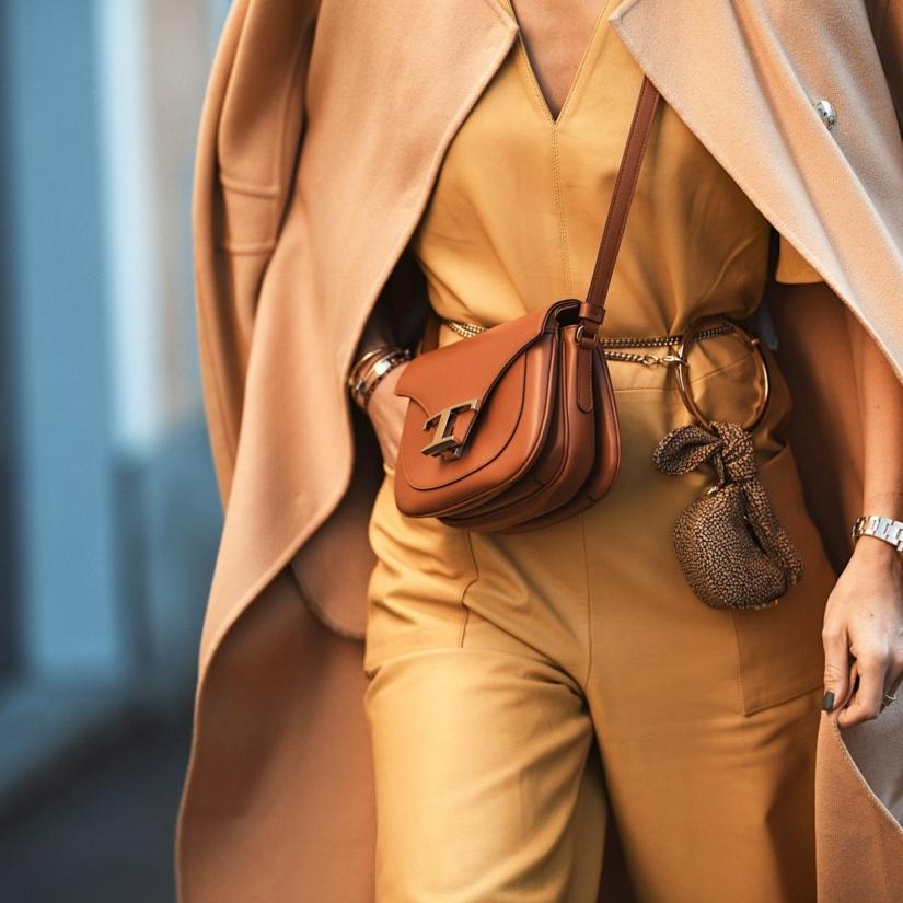 Porter le jaune avec du camel: 12 tenues