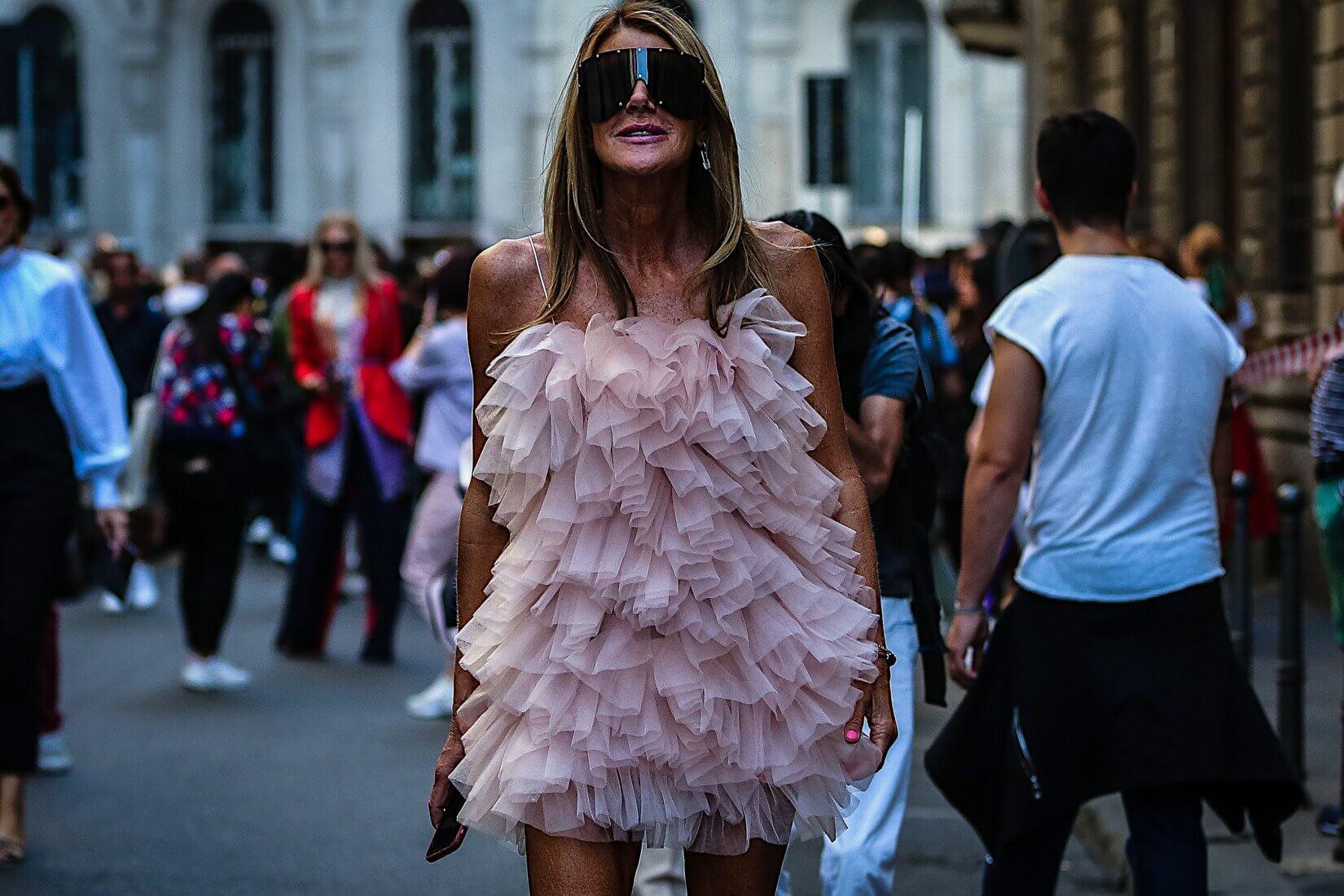 Lunettes de soleil masques : pourquoi pas avec une robe girly