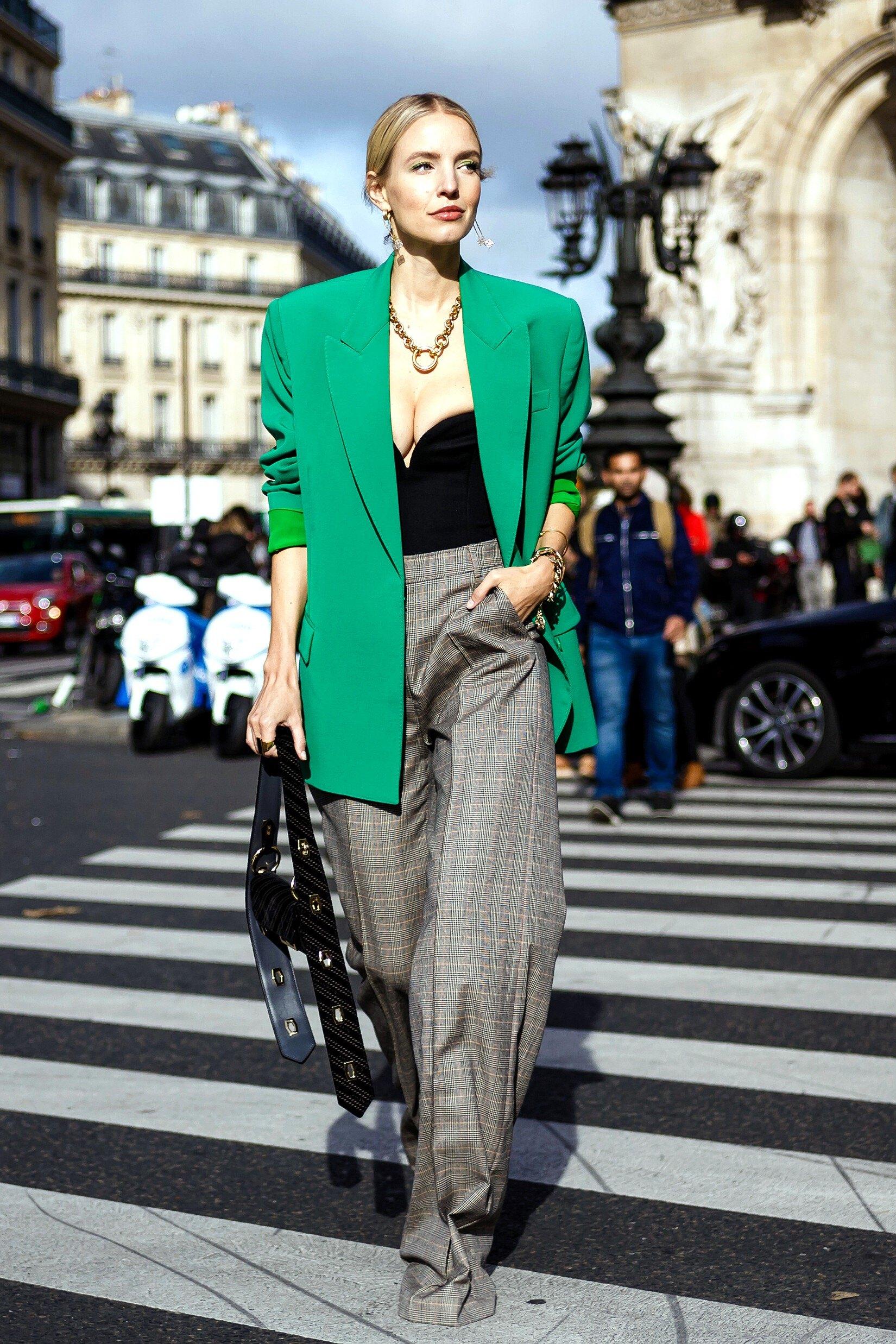 Haut ou robe du style corset: comment porter la tendance