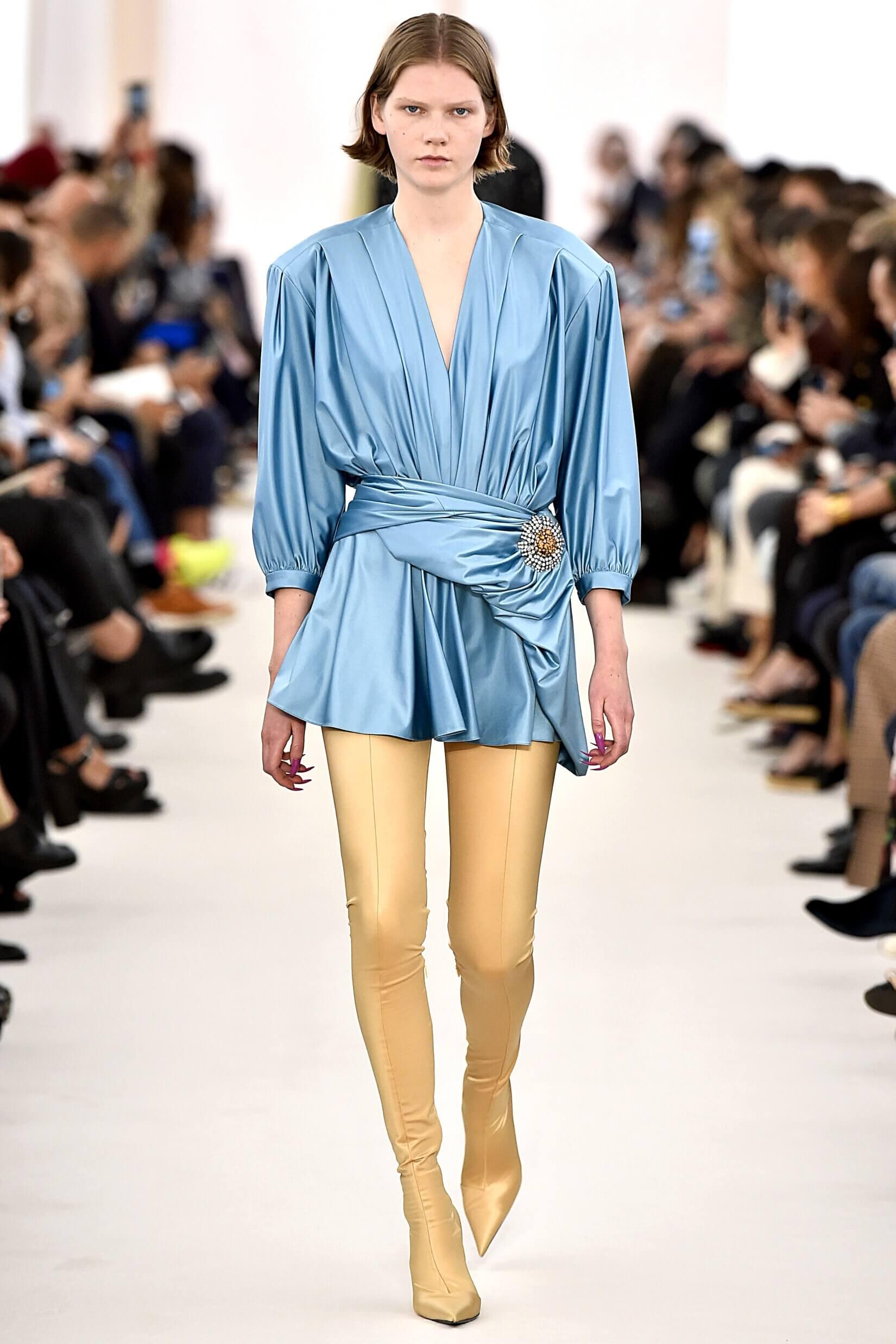 Défilé Balenciaga Automne/Hiver 2017 © fashionstock/Depositphotos