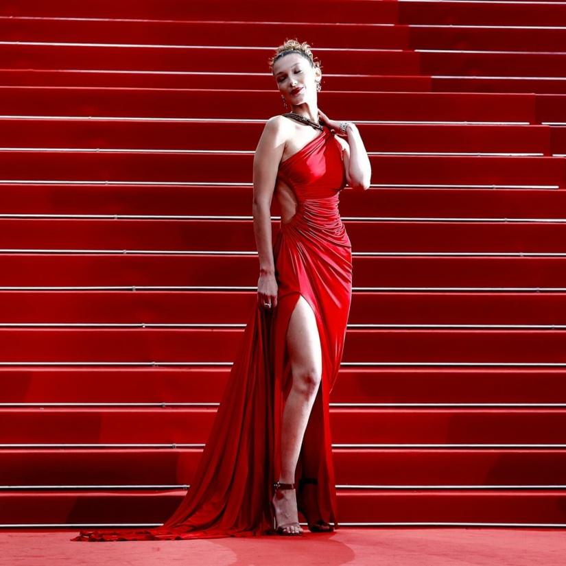 10 tenues de stars pour porter la robe rouge en soirée